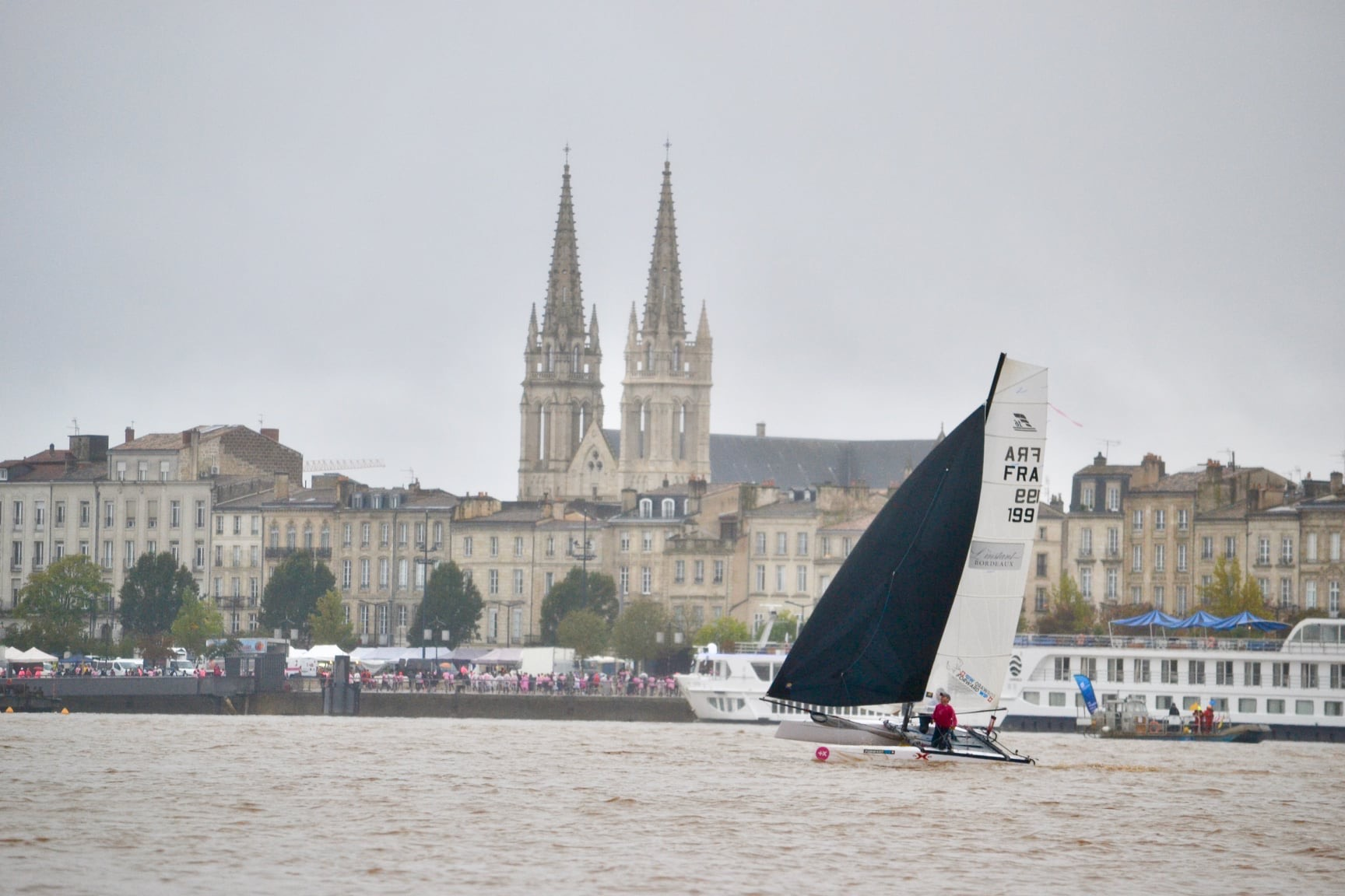 Catamaran sur la Garonne, Bordeaux